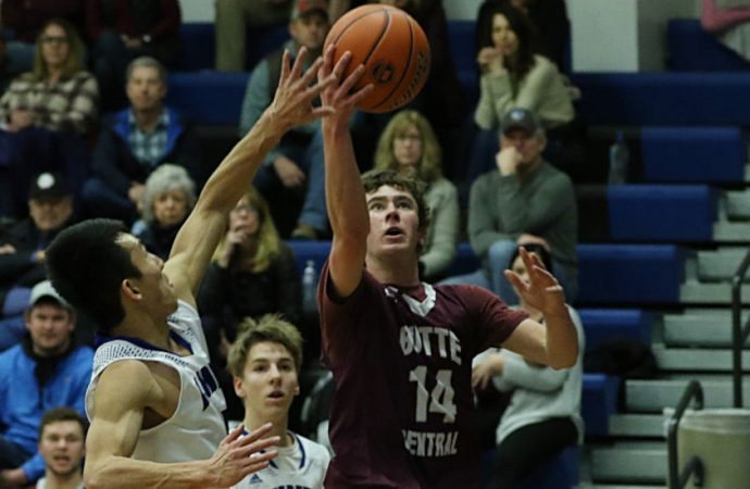 Maroons roll in Corvallis, remain perfect at 10-0