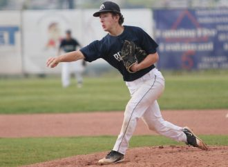 Muckers close home slate with thrilling 1-run wins