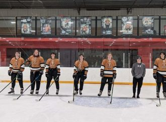 Kings celebrate seniors, split with Ice Dawgs