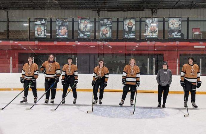 Kings celebrate seniors, split with Ice Dawgs