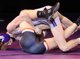 Bulldogs divide duals with Kalispell mat foes