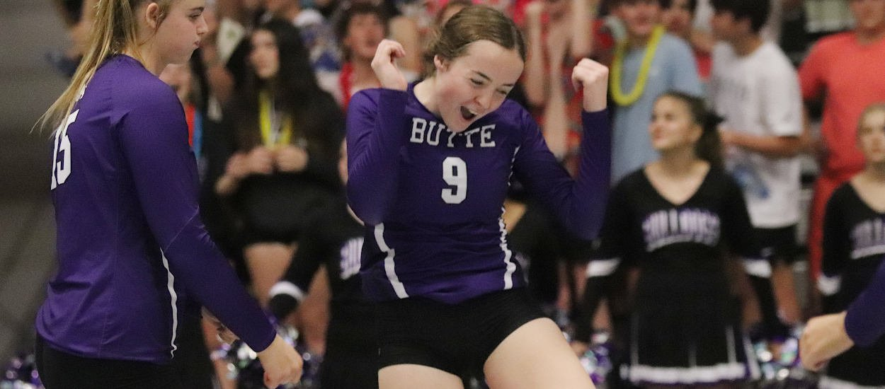 Bulldogs sweep Eagles in Civic Center opener