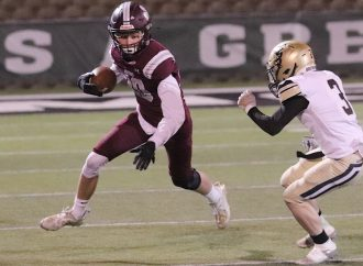 Maroons close season with rout of Yellowjackets